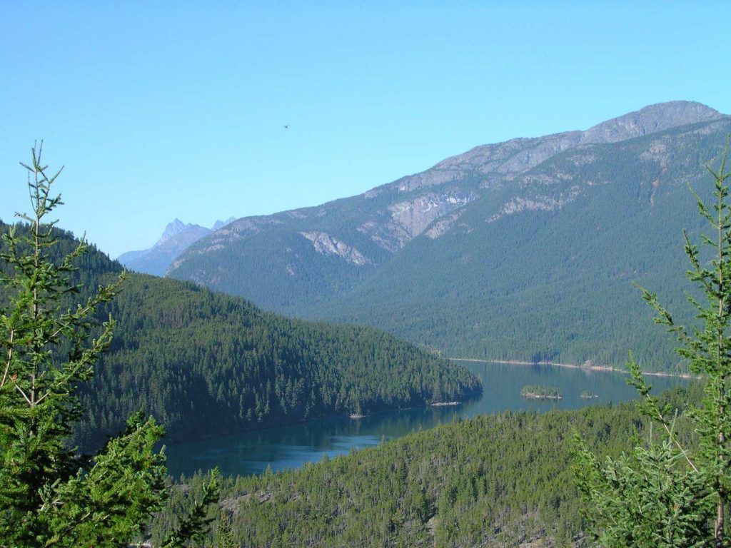camping in north cascades national park-hozomeen mountain and ross lake