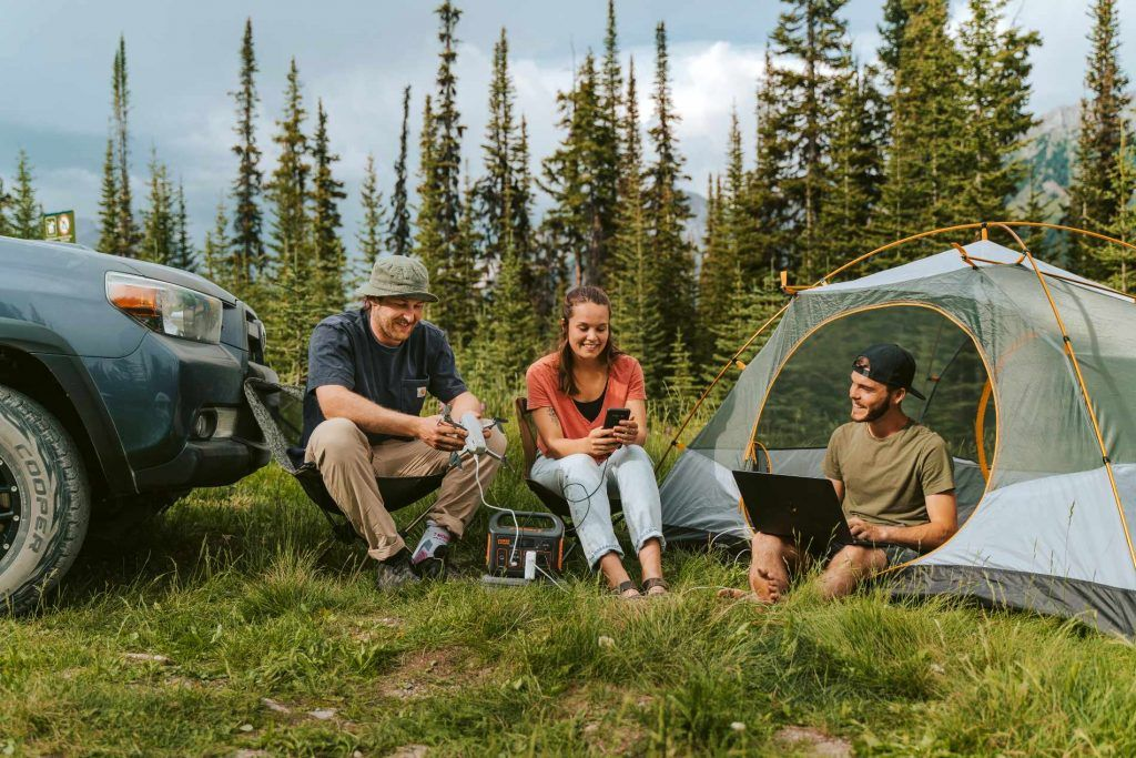 Using Jackery explorer to plug different electronics while camping