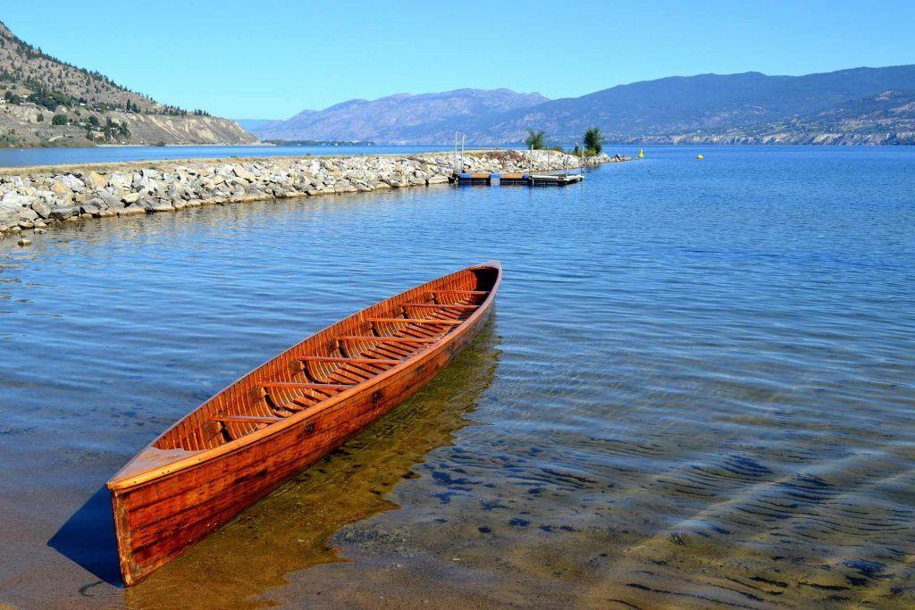 Kelowna RV camping - Canoe in Okanagan Lake