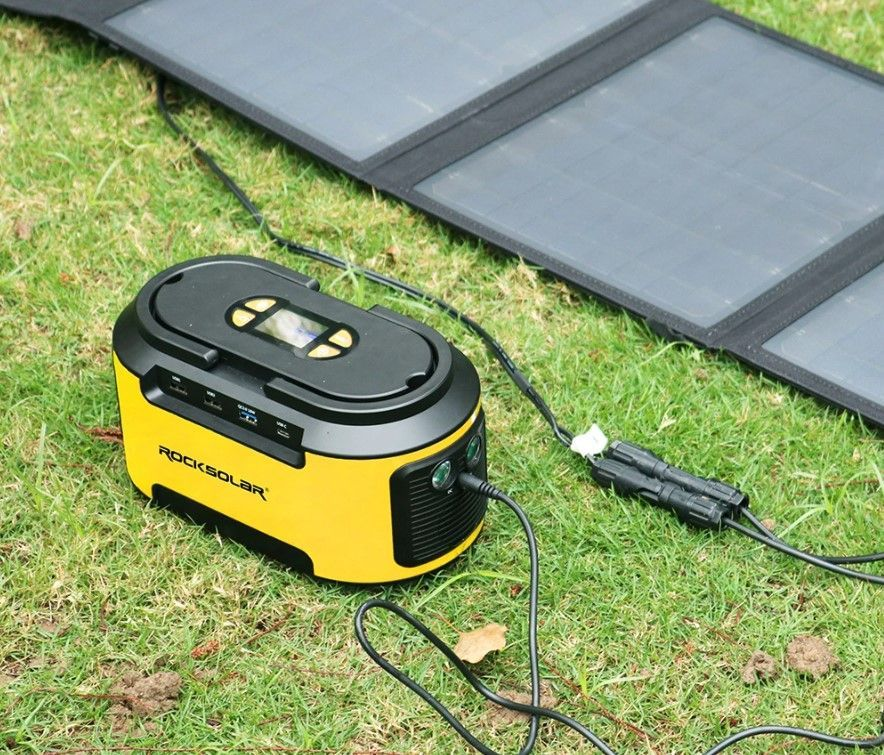 Rocksolar Ready 200W review - plugged into solar panel